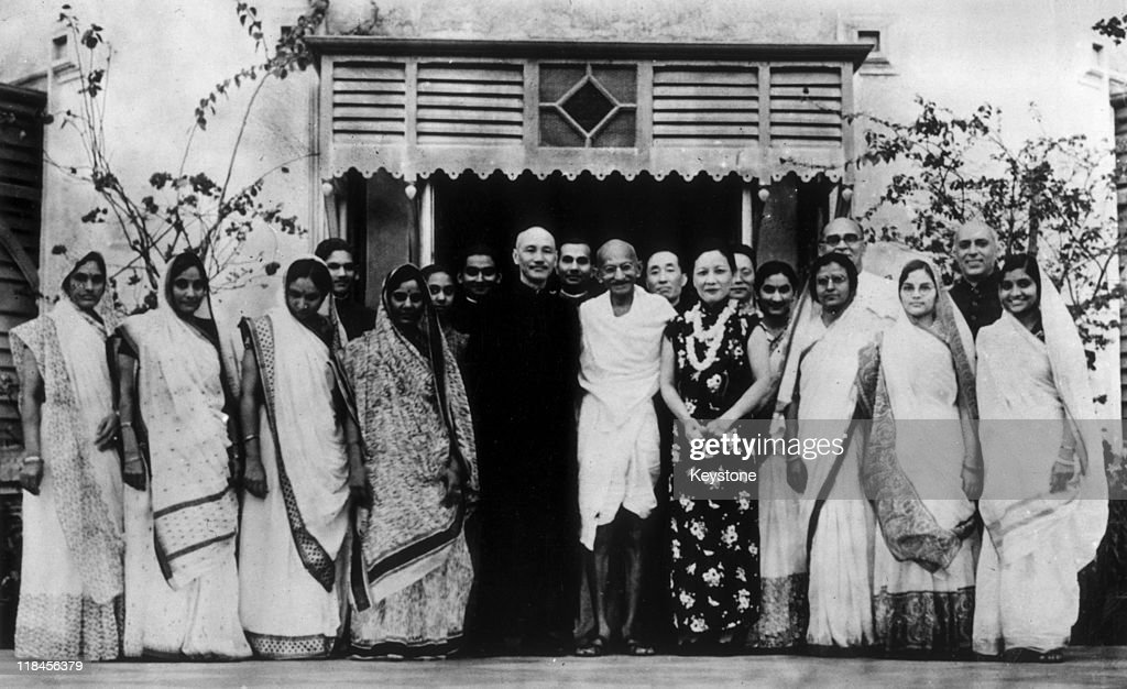 Premier of the Republic of China Chiang Kai-shek (1887-1975) with his wife, Soong May-ling (1898-2003), stand either side of <a gi-track='captionPersonalityLinkClicked' href=/galleries/search?phrase=Mahatma+Gandhi&family=editorial&specificpeople=93728 ng-click='$event.stopPropagation()'>Mahatma Gandhi</a> (1869-1948) after a meeting between Chiang Kai-shek and Gandhi to discuss matters of common concern to both India and China, in India, circa 1930.