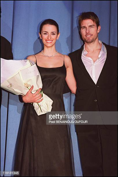 Premiere of 'Vanilla Sky' in Paris France on January 22 2002 Tom Cruise and Penelope Cruz