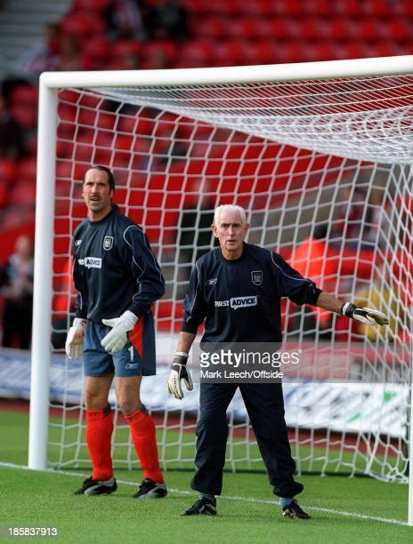Premiership Football Southampton v Manchester City David Seaman warms up with goalkeeping coach Peter Bonetti