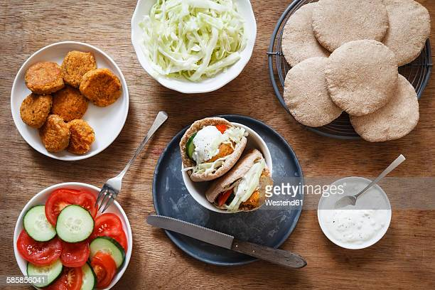 Preparation of falafel with cabbage salad in wholemeal spelt pita bread