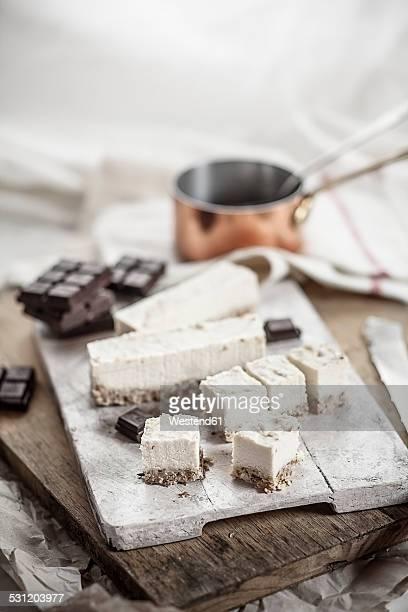Preparation of vegan cheese cake bites with chocolate icing