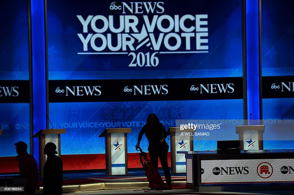 Preparations are underway on stage prior to the Republican Presidential Candidates Debate in Manchester, New Hampshire, on February 6, 2016. Seven Republicans campaigning to be US president are in a fight for survival in their last debate Saturday before the New Hampshire primary, battling to win over a significant number of undecided voters. / AFP / JEWEL SAMAD