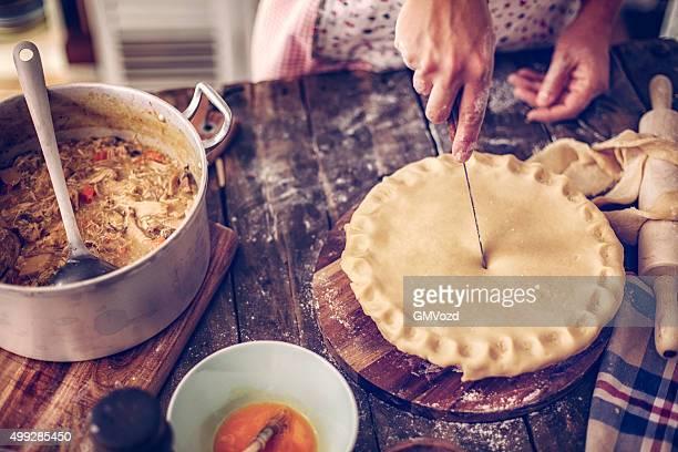 Préparation de la délicieuse tourte au poulet maison