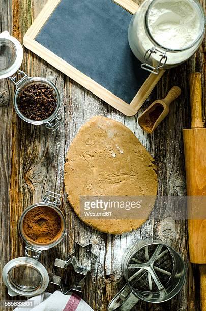 Preparing of cinnamon stars