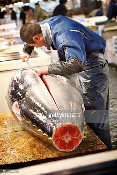Vorbereitung Thunfisch-Fischmarkt in Tokio