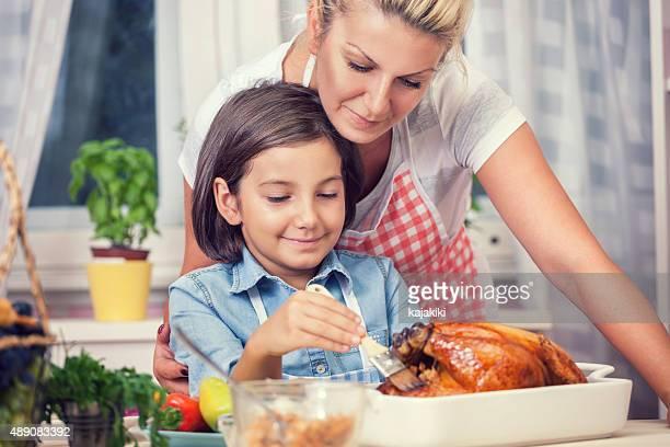 Préparation de la dinde pour le dîner de Thanksgiving