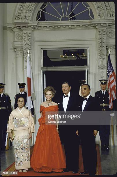 US Pres Ronald W Reagan and his wife Nancy hosting a state dinner at the White House for Japan's Prime Minister Yasuhiro Nakasone and his wife Tsutako