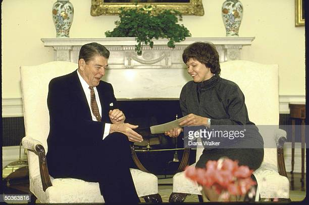 Pres Ronald W Reagan meeting with Russian poet Irina Ratushinskaya who emigrated in 1986
