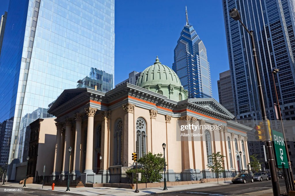 Presbyterian church with one Liberty place skyscraper : Stock Photo