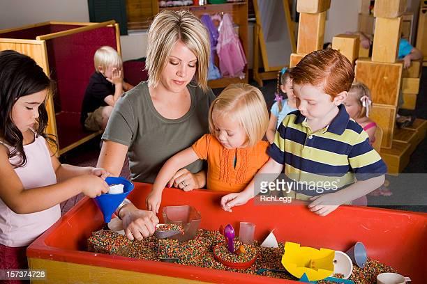Vorschulalter Kinder in einem Klassenzimmer