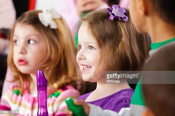Vorschulalter Kinder in Musik Klasse