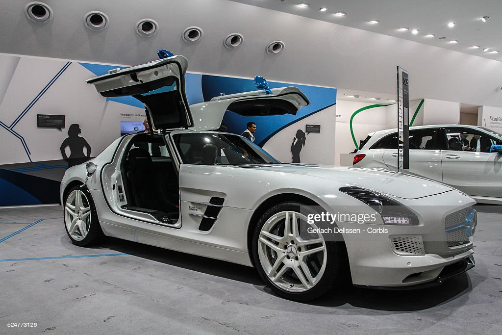 Presentation of the new mercedes benz sls amg coup for New electric mercedes benz