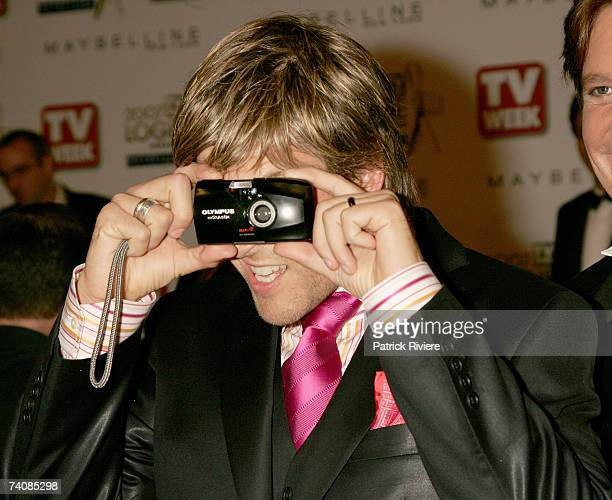 TV presenter Andrew G takes a photograph as he arrives at the 2007 TV Week Logie Awards at the Crown Casino on May 6 2007 in Melbourne Australia The...