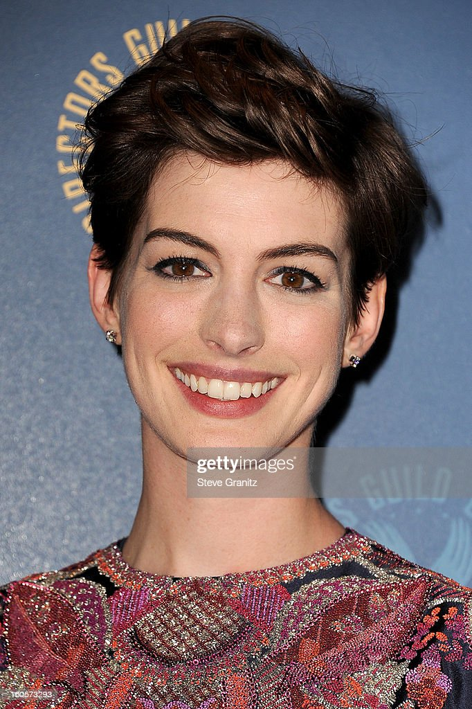 Presenter <a gi-track='captionPersonalityLinkClicked' href=/galleries/search?phrase=Anne+Hathaway+-+Attrice&family=editorial&specificpeople=11647173 ng-click='$event.stopPropagation()'>Anne Hathaway</a> poses in the press room at the 65th Annual Directors Guild Of America Awards at The Ray Dolby Ballroom at Hollywood & Highland Center on February 2, 2013 in Hollywood, California.