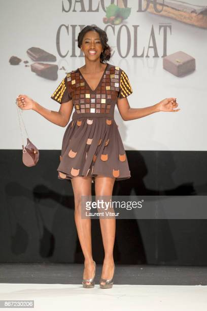 Hapsatou sy photos et images de collection getty images - Hapsatou sy salon de coiffure ...