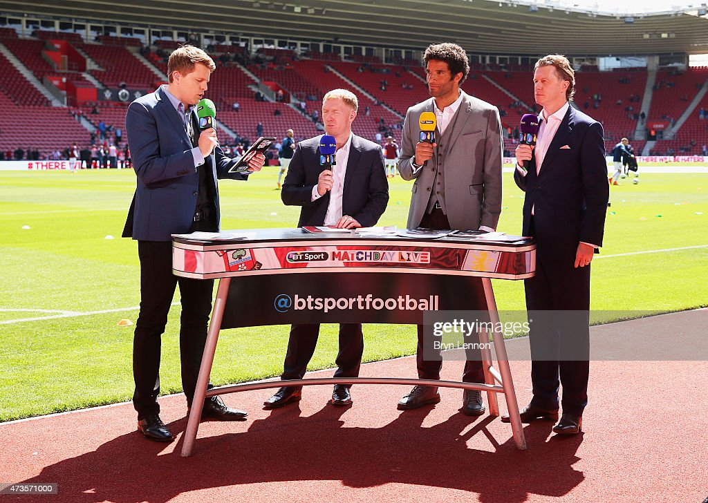 Presenter Jake Humphrey talks to pundits Paul Scholes David James and Steve McManaman prior to the Barclays Premier League match between Southampton...