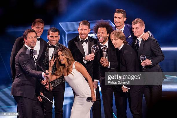Presenter Marco Schreyl takes a selfie with presenter Eva Longoria and the FIFA FIFPro World11 for 2016 during The Best FIFA Football Awards 2016 on...