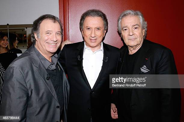Presenter of the show Michel Drucker standing between Actors Pierre Arditi and Daniel Russo who present the Theater play 'L'etre ou pas' performed at...