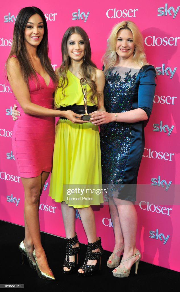 Presenter Verona Pooth (L-R), Cathy Fischer, girlfriend of Dortmund's defender Mats Hummels, and TV-presenter Jessica Kastrop pose with the award during the 'Beliebteste Spieler-Frau Deutschlands 2013' Press Reception at Museum Brandhorst on May 27, 2013 in Munich, Germany. Cathy Fischer has won the titel as 'Beliebteste Spieler-Frau Deutschlands 2013' ('Germany's most popular player's wife').