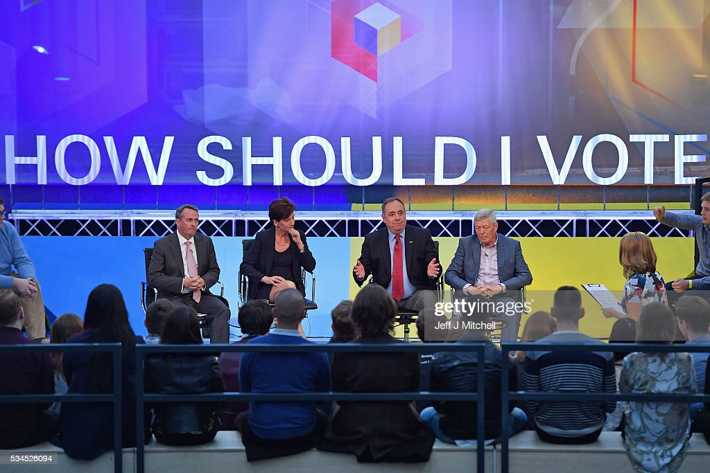 Presenter Victoria Derbyshire (R) hosts 'How Should I Vote? - The EU Debate', with members of the panel (L-R) Liam Fox, Diane James, Alex Salmond and Alan Johnson at The Briggait on May 26, 2016 in Glasgow, Scotland. The BBC's first televised EU referendum debate was held in Glasgow in front of an audience of eighteen to twenty-nine year olds and a panel of the SNP's Alex Salmond and Labour's Alan Johnson backing staying in the EU while UKIP MEP Diane James and Conservative Liam Fox arguing to leave.