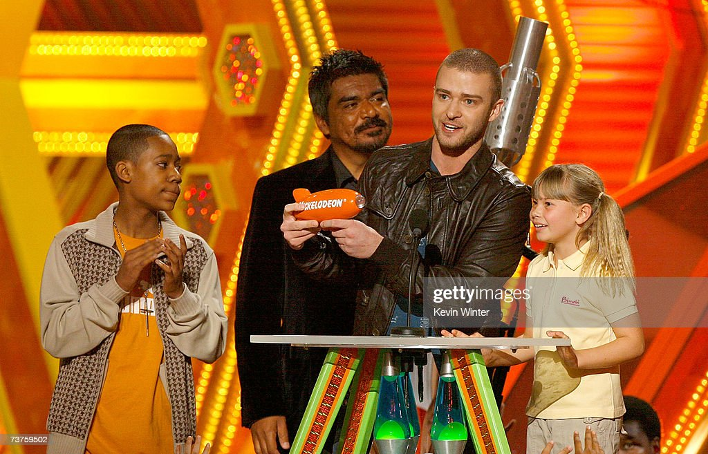 Presenters Tyler James Williams George Lopez and Bindi Irwin present singer Justin Timberlake with the 'Favorite Male Singer' award onstage during...