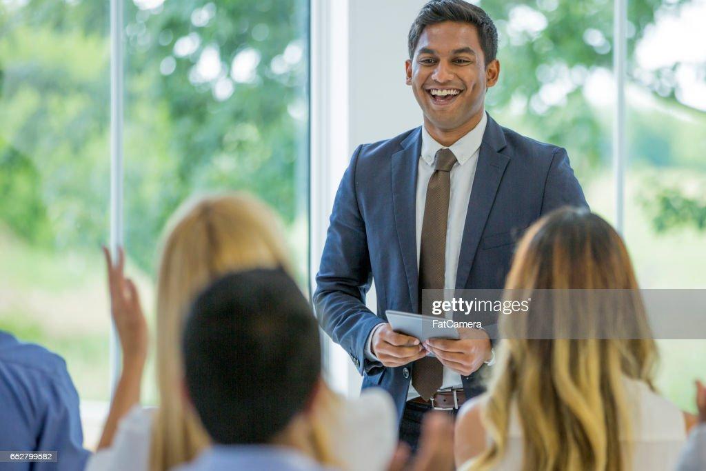 Presenteren aan werknemers : Stockfoto