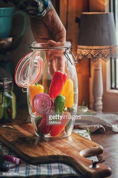 Erhaltung der Bio Paprika im Glas gefärbt