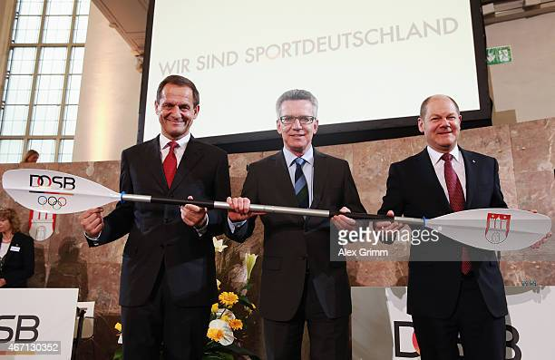 President Alfons Hoermann German Interior Minister Thomas de Maiziere and Hamburg mayor Olaf Scholz pose after Hamburg was announced German candidate...