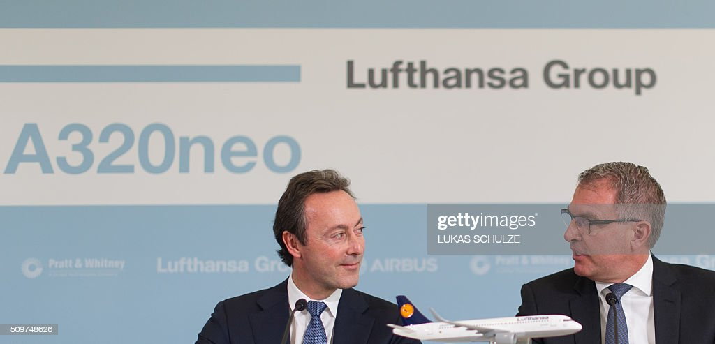 President and CEO of Airbus Fabrice Bregier (L) and the chairman of the Lufthansa Group Carsten Spohr attend a press conference on February 12, 2016 in Hamburg, northern Germany. The first Airbus A320neo plane was delivererd to German airline Lufthansa. / AFP / dpa / Lukas Schulze / Germany OUT