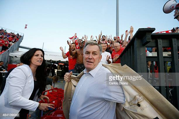 TORONTO ON AUGUST 23 President and CEO of MLSE Tim Leiweke removes his jacket in preparation to take the ALS ice bucket challenge withThe Red Patch...
