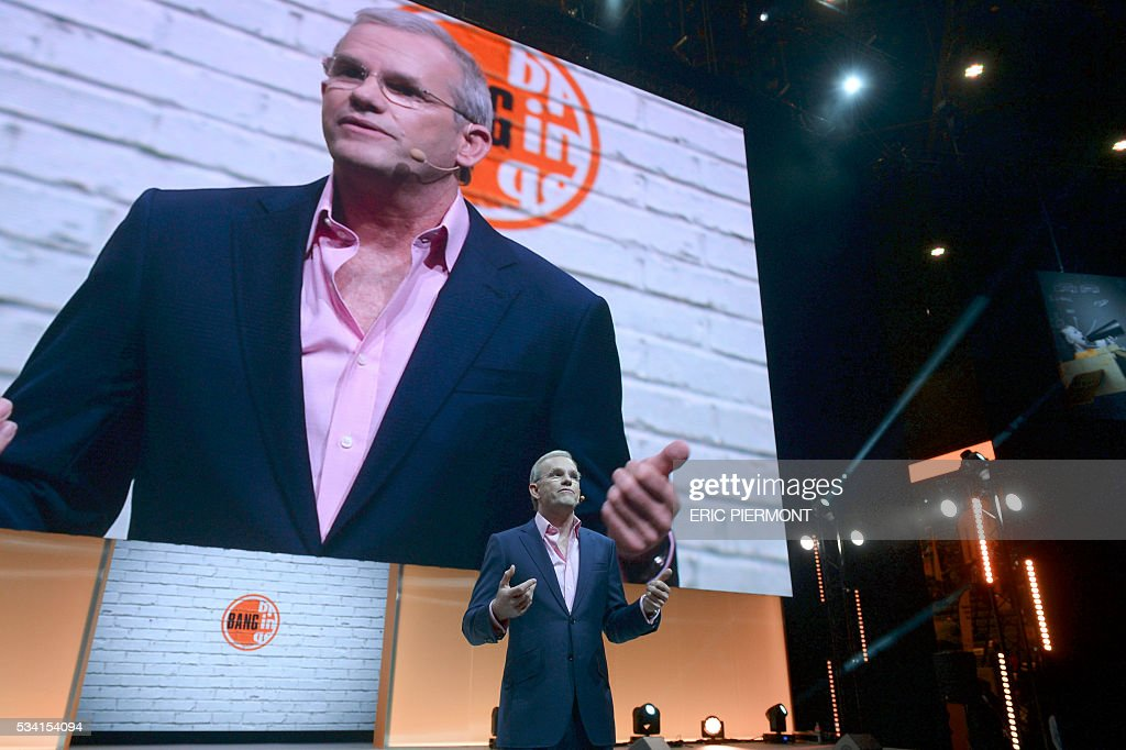 President and Chief Executive Officer of GE Europe Mark Hutchinson addresses France's Public Investment Bank Banque Publique d'Investissement (BPI Bpifrance) event 'Bpifrance Inno Generation' at the AccorHotels Arena in Paris on May 25, 2016. / AFP / ERIC