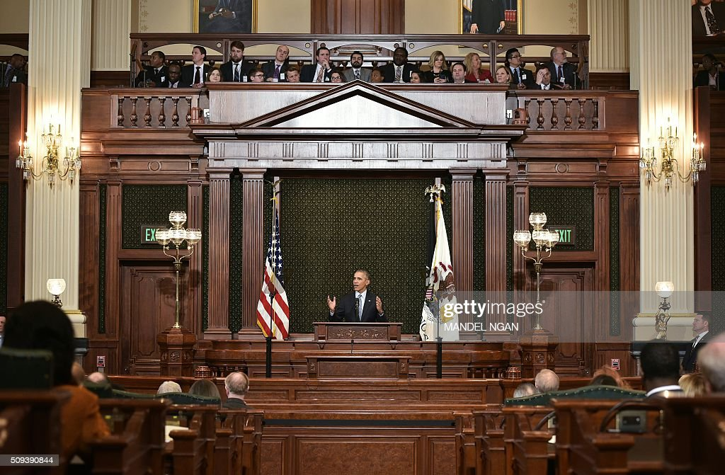US President Barack Obama addresses the Illinois General Assembly at the Illinois State Capitol in Springfield Illinois on February 10 2016 / AFP /...
