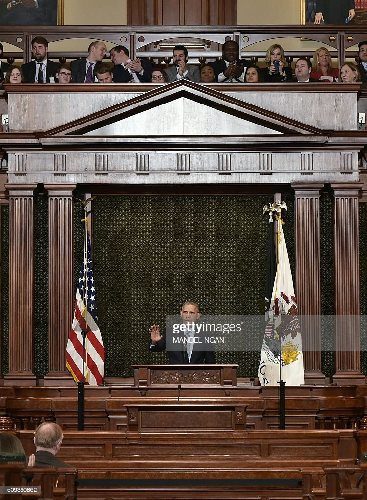 US President Barack Obama addresses the Illinois General Assembly at the Illinois State Capitol in Springfield, Illinois on February 10, 2016. / AFP / Mandel Ngan