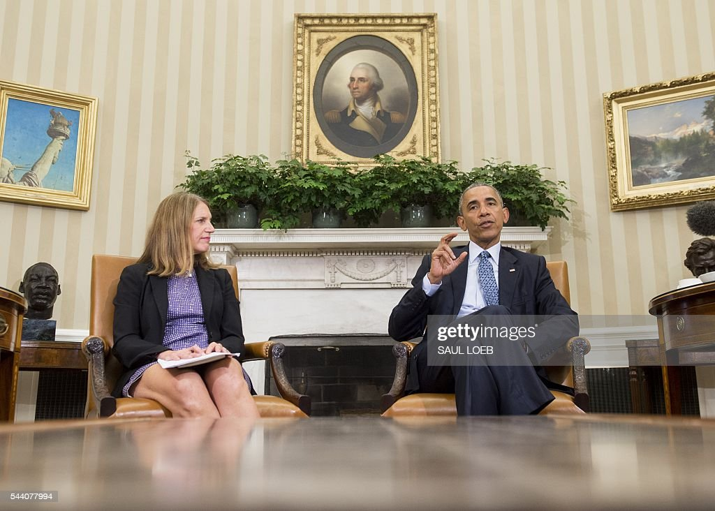 US President Barack Obama, alongside Secretary of Health and Human Services Sylvia Mathews Burwell, speaks about the response and precautions to take for the Zika virus, during a meeting in the Oval Office of the White House in Washington, DC, July 1, 2016. / AFP / SAUL