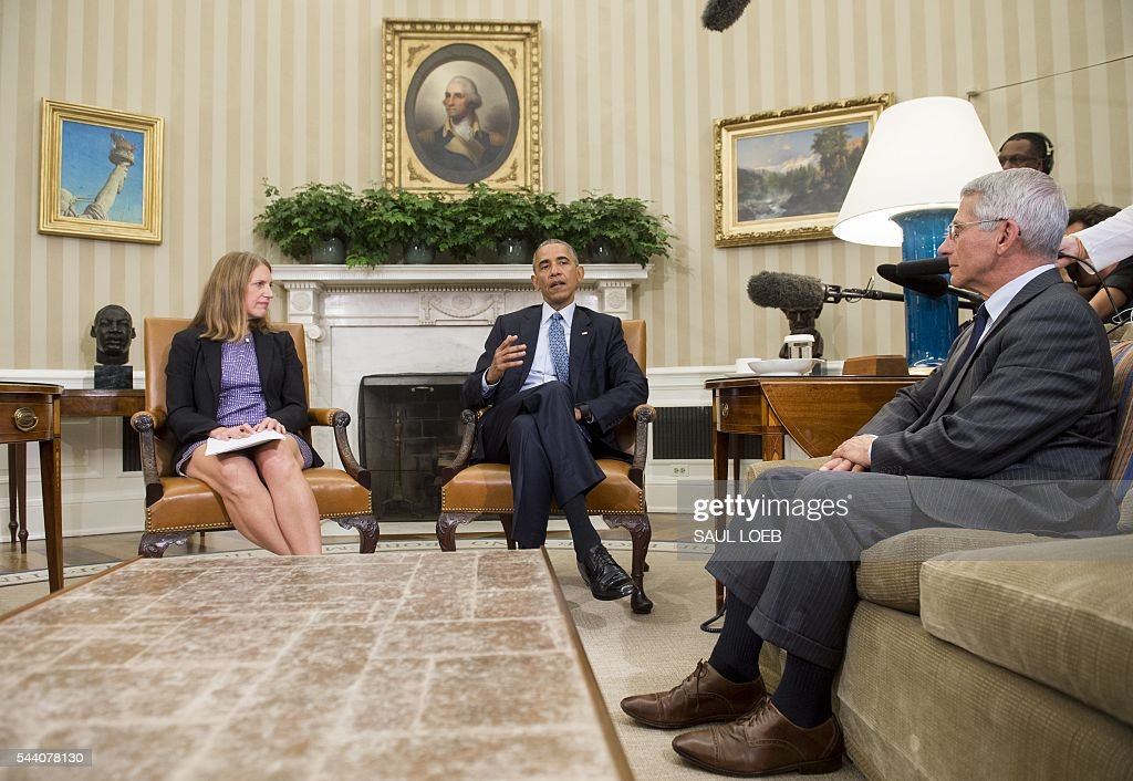 US President Barack Obama, alongside Secretary of Health and Human Services Sylvia Mathews Burwell and Director of NIH/NIAID Dr. Anthony Fauci (R), speaks about the response and precautions to take for the Zika virus, during a meeting in the Oval Office of the White House in Washington, DC, July 1, 2016. / AFP / SAUL
