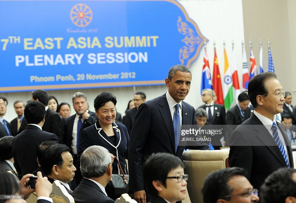 US President Barack Obama (C) and Chinese Premier Wen Jiabao (R) arrives with other leaders to attend an East Asian Summit Plenary Session at the Peace Palace in Phnom Penh on November 20, 2012. During the two-day East Asia Summit, Obama was scheduled to hold talks with the leaders of the 10-member Association of Southeast Asian Nations (ASEAN) along with Chinese Premier Wen Jiabao (R) and Japan's Premier Yoshihiko Noda. AFP PHOTO Jewel Samad