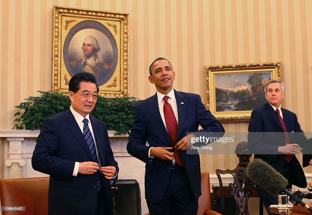 U.S. President <a gi-track='captionPersonalityLinkClicked' href=/galleries/search?phrase=Barack+Obama&family=editorial&specificpeople=203260 ng-click='$event.stopPropagation()'>Barack Obama</a> (R) and Chinese President <a gi-track='captionPersonalityLinkClicked' href=/galleries/search?phrase=Hu+Jintao&family=editorial&specificpeople=203109 ng-click='$event.stopPropagation()'>Hu Jintao</a> (L) meet in the Oval Office at the White House January 19, 2011 in Washington, DC. Obama and Hu are scheduled to hold a joint press conference and attend a State dinner.