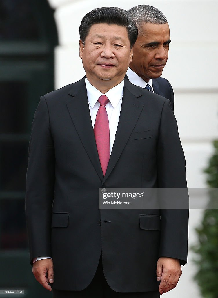 U.S. President Barack Obama (R) and Chinese President Xi Jinping (C) participate in a state arrival ceremony on the south lawn of the White House grounds September 25, 2015 in Washington, DC. Later in the day Obama will meet with Xi in the Oval Office and also hold a joint news conference with the Chinese leader.