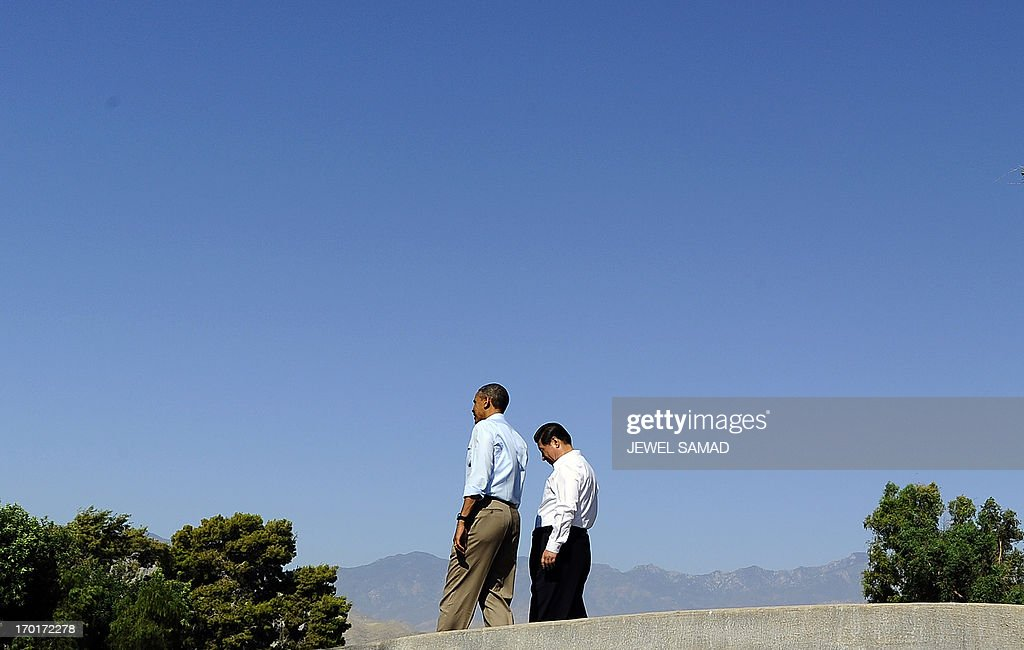 US President Barack Obama (R) and Chinese President Xi Jinping take a walk at the Annenberg Retreat at Sunnylands in Rancho Mirage, California, on June 8, 2013. Obama and Xi wrap up their debut summit Saturday, grasping for a personal understanding that could ease often prickly US-China relations. Skipping the usual summit pageantry, Obama and Xi went without neckties, in a departure from the stifling formality that marked Obama's halting interactions with China's ex-president Hu Jintao. AFP PHOTO/Jewel Samad