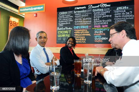 US President Barack Obama and Congressman Gary Peters have lunch with restaurant workers at Zingerman's on April 2 2014 in Ann Arbor Michigan Obama...