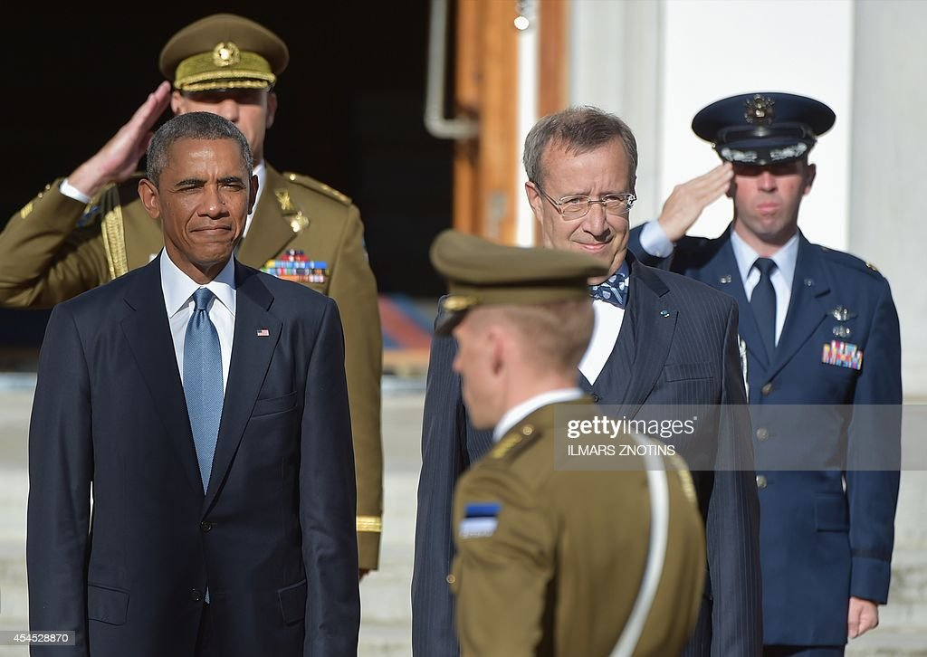 US President Barack Obama (L) and Estonia's President Toomas Hendrik Ilves (2nd R) listen to their national anthems prior to meetings at the Kadriorg Palace in Tallinn, Estonia, September 3, 2014. US President Barack Obama arrived in Estonia aboard Air Force One to meet Baltic leaders and reaffirm Washington's commitment to the security of ex-Soviet NATO members.