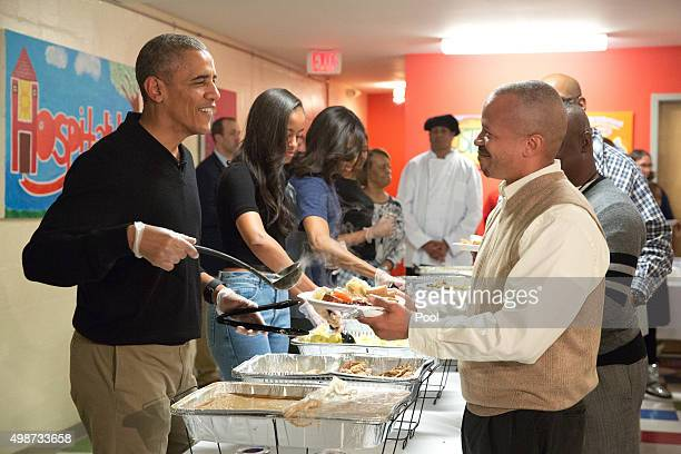 S President Barack Obama and family serve Thanksgiving meals to homeless and atrisk veterans at Friendship Place on November 25 2015 in Washington DC...