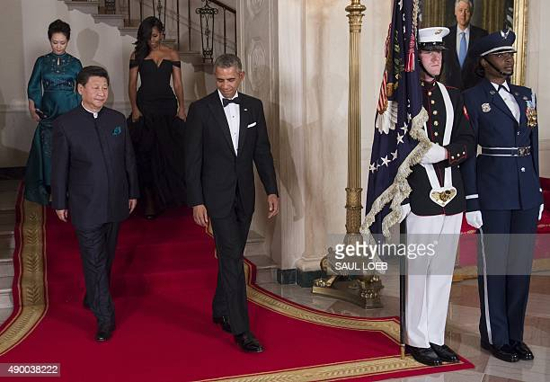 US President Barack Obama and First Lady Michelle Obama alongside Chinese President Xi Jinping and his wife Peng Liyuan arrive for a State Dinner at...