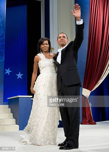 US President Barack Obama and First Lady Michelle Obama dance at the Obama Home States Inaugural Ball at the Washington Convention Center in...