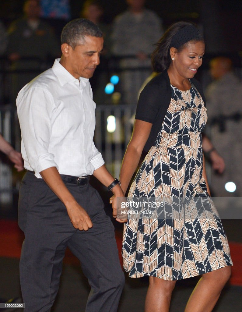 US President Barack Obama and First Lady Michelle Obama (R) make their way to board Air Force One on January 5, 2013 upon departure from Hickam Air Force Base in Honolulu, Hawaii. Obama was to return to Washington, DC after vacationing in Hawaii. AFP PHOTO / Mandel NGAN