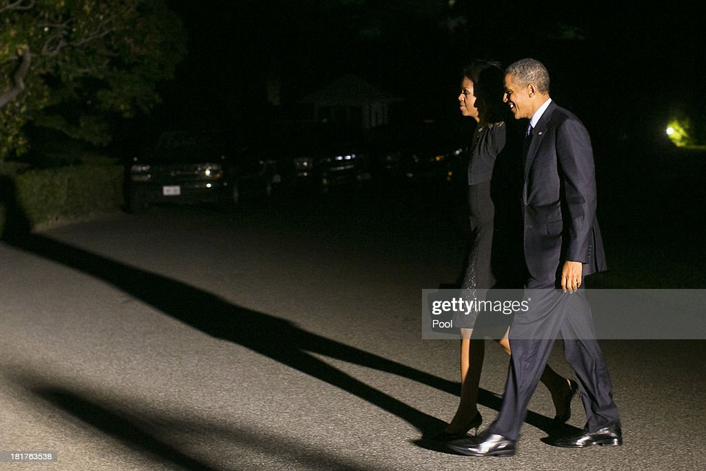 U.S. President <a gi-track='captionPersonalityLinkClicked' href=/galleries/search?phrase=Barack+Obama&family=editorial&specificpeople=203260 ng-click='$event.stopPropagation()'>Barack Obama</a> and first lady <a gi-track='captionPersonalityLinkClicked' href=/galleries/search?phrase=Michelle+Obama&family=editorial&specificpeople=2528864 ng-click='$event.stopPropagation()'>Michelle Obama</a> return to the White House on September 24, 2013 in Washington, DC. The president and first lady have been on a two day trip to New York City for the United Nations General Assembly.