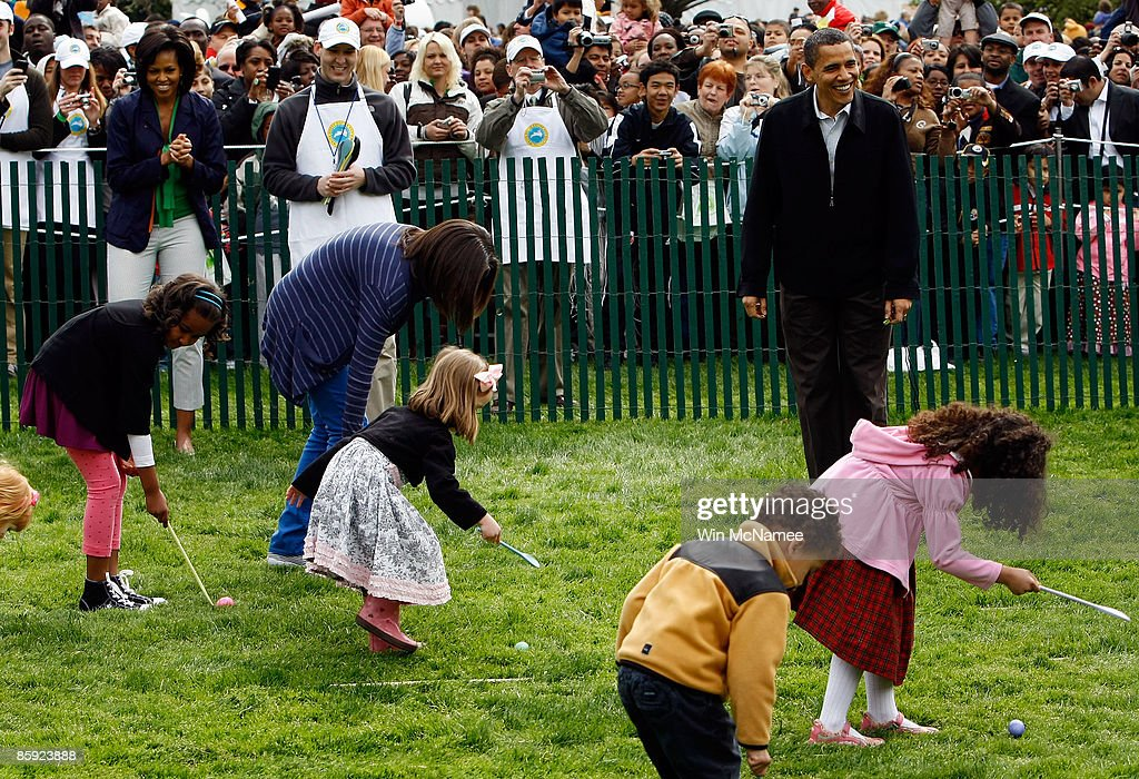 S President Barack Obama and first lady Michelle Obama watch their daughters Sasha Obama and Malia Obama at the start of the White House Easter Egg...