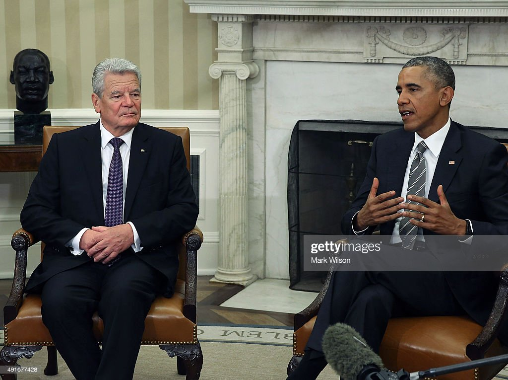 US President Barack Obama (R) and German President Joachim Gauck speak to the media during a meeting in the Oval Office at the White House October 7, 2015 in Washington, DC. The two leaders participated in a bi lateral meeting that marked the 25th anniversary of German reunification