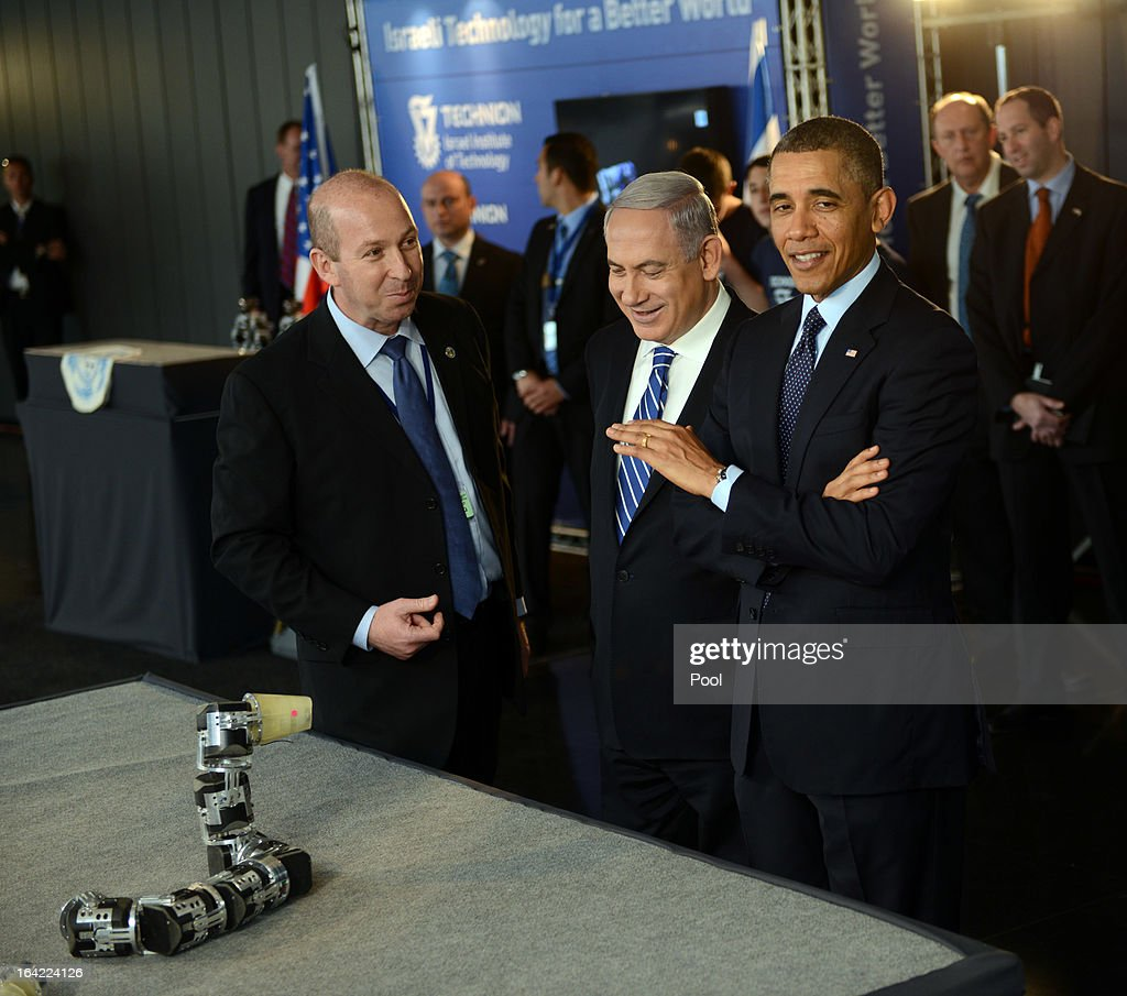 U.S. President <a gi-track='captionPersonalityLinkClicked' href=/galleries/search?phrase=Barack+Obama&family=editorial&specificpeople=203260 ng-click='$event.stopPropagation()'>Barack Obama</a> and Israeli Prime Minister <a gi-track='captionPersonalityLinkClicked' href=/galleries/search?phrase=Benjamin+Netanyahu&family=editorial&specificpeople=118594 ng-click='$event.stopPropagation()'>Benjamin Netanyahu</a> view a robotic snake used in search and rescue at an Israeli technology exhibition in the Israel Museum on March 21, 2013 in Jerusalem, Israel. This is President Obama's first visit as president to the region, and his itinerary includes meetings with the Palestinian and Israeli leaders as well as a visit to the Church of the Nativity in Bethlehem.