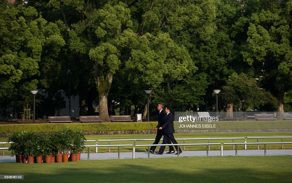 US President Barack Obama (L) and Japanese Prime Minister Shinzo Abe arrive at the Hiroshima Peace Memorial park cenotaph in Hiroshima on May 27, 2016. Obama became the first sitting US leader to visit the site that ushered in the age of nuclear conflict. / AFP / JOHANNES